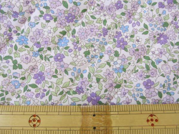 アイテムポストで買える「ナイロンオックス 藤色の小花柄 キルト」の画像です。価格は184円になります。