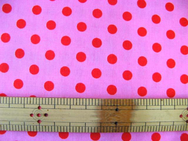 画像1: ピンク地に赤のドット柄(7mm)ブロード生地