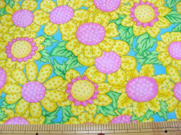画像1: (3)値下げしました。USAコットン 『moda』 黄色の花柄 はぎれ1m20cm