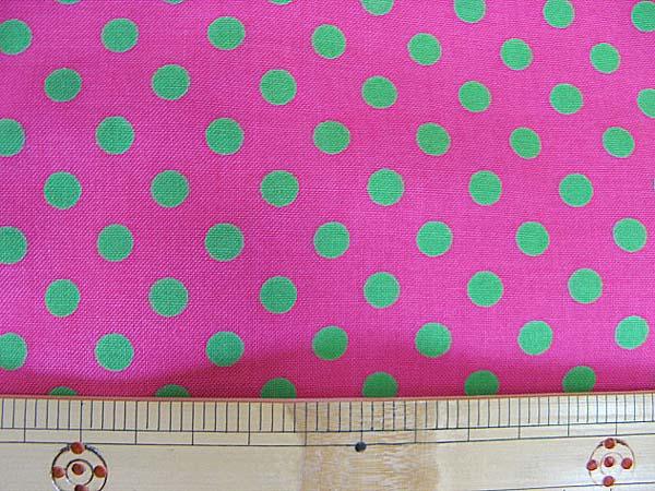 画像1: 濃いピンク地にきみどりのドット柄(7mm)シーチング生地