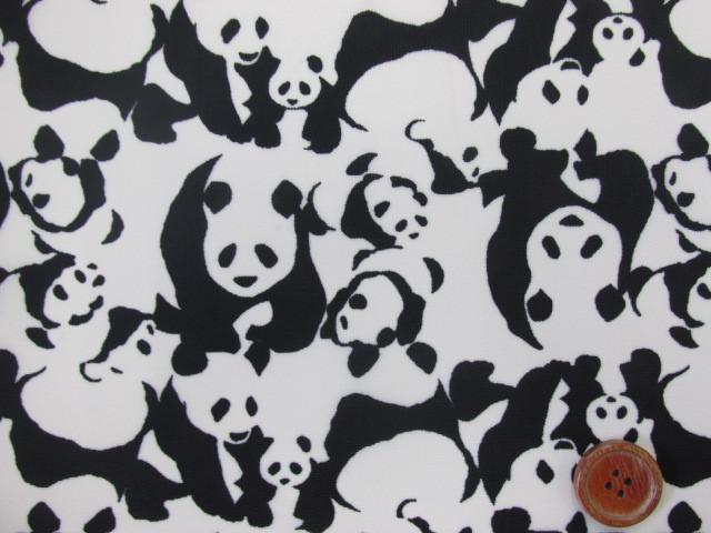 画像1: 撥水加工 ナイロンオックス生地 パンダの親子が大集合! (オフホワイト) 動物