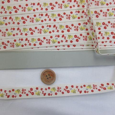 画像1: お気に入りシリーズ ナチュラルプリントテープ(1,6cm幅)  ハチ・小花柄(赤)