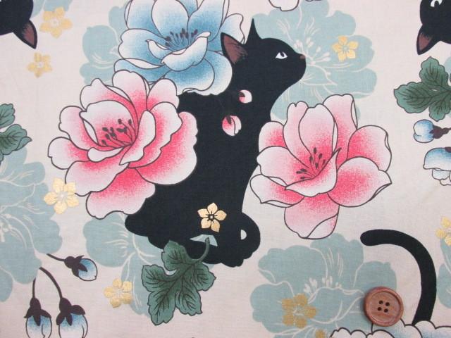 画像1: 和柄 QUILT GATE 【 花と黒猫 】ねこ ラメ入り  シーチング生地 (ベージュ地)