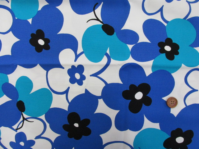 画像2: ☆花と蝶 大柄(ブルー) はぎれ90cm