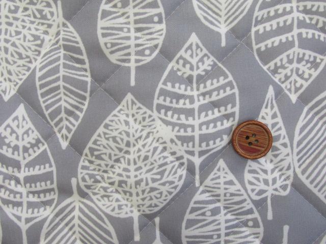 画像1: 撥水加工 ナイロンオックス生地 北欧風 葉柄・カスビィ(植物) 半針キルト生地 はぎれ15cm(グレー)