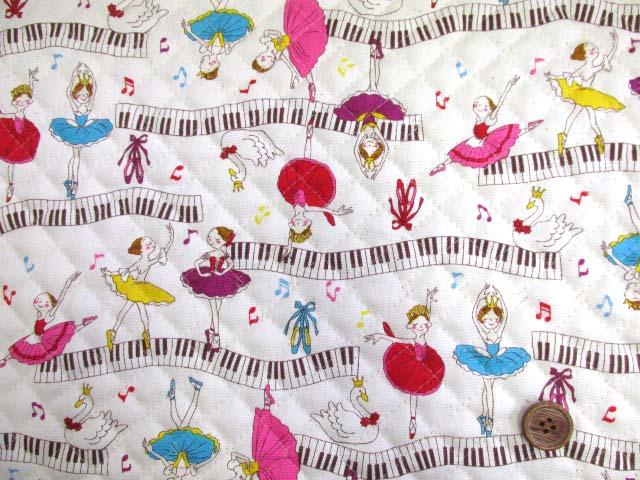 画像2: 再販 バレリーナ・ピアノ・音符柄 (生成り) オックス生地 全針キルトはぎれ30cm
