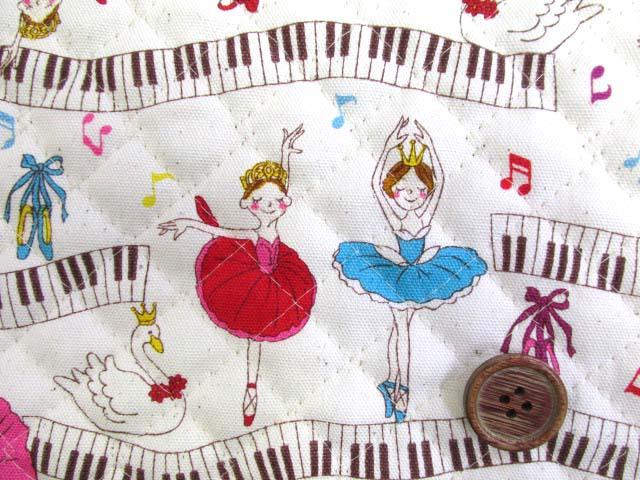画像1: 再販 バレリーナ・ピアノ・音符柄 (生成り) オックス生地 全針キルトはぎれ30cm