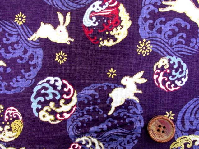 画像1: (5)キルトゲイト 莵と波・ウサギ柄 シーチング生地 ゴールドラメ入り はぎれ1m10cm (紫)