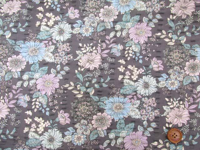 画像2: (3)クラシカルフラワー・花柄 リップル生地 はぎれ60cm (グレー)
