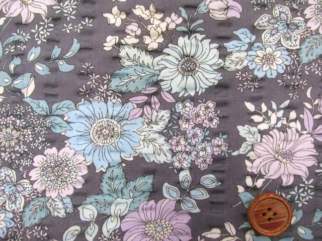 画像1: (3)クラシカルフラワー・花柄 リップル生地 はぎれ60cm (グレー)