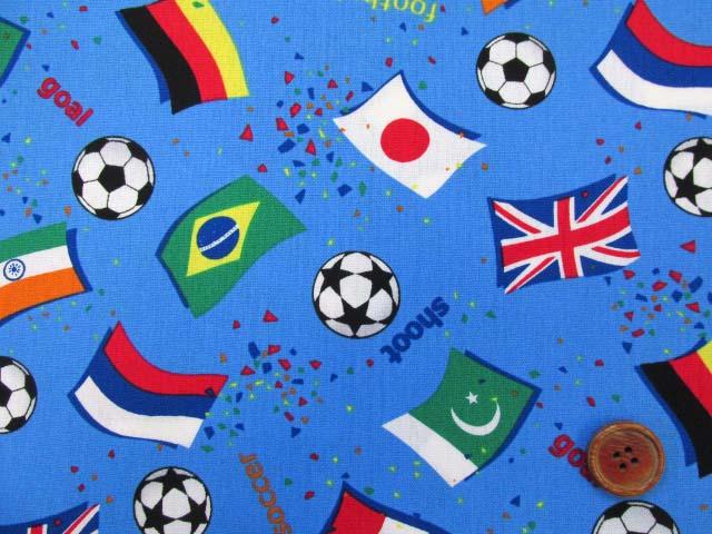画像1: ☆サッカー・国旗柄 CB生地 はぎれ75cm(ブルー)