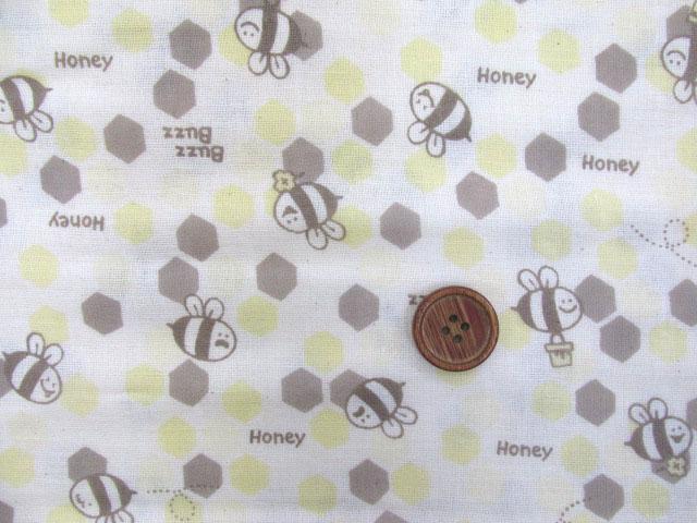 画像1: Wガーゼ生地 Honey buzz ハチ・ミツバチ柄(生成り)