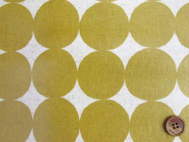 画像1: 綿麻キャンバス 和楽美 ナチュラルペイントドット(マスタード)ラミネートはぎれ85cm↑