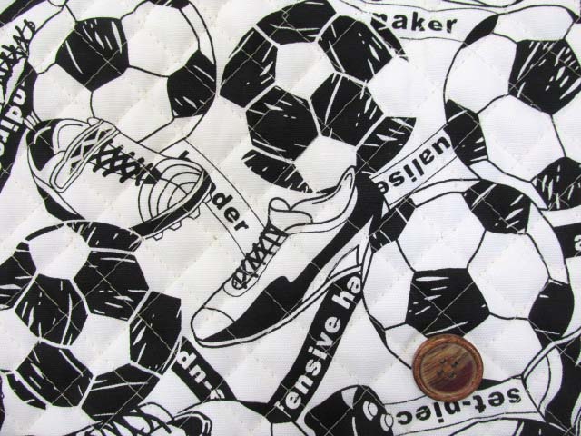 画像1: サッカーボール・シューズ柄 オックス生地 (オフ)  全針キルト