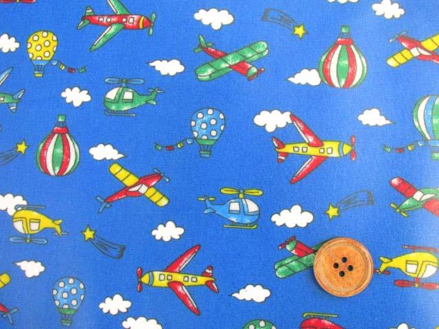 画像1: 空の乗り物・気球・飛行機・ヘリコプター柄 (ブルー) CB生地 ラミネート つや消し↑はぎれ25cm