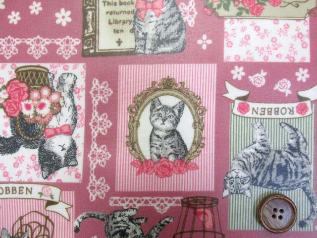 画像1: ロイヤルキャット・猫柄 シーチング生地 (ピンク) ラミネート  はぎれ80cm(ピンク)↑