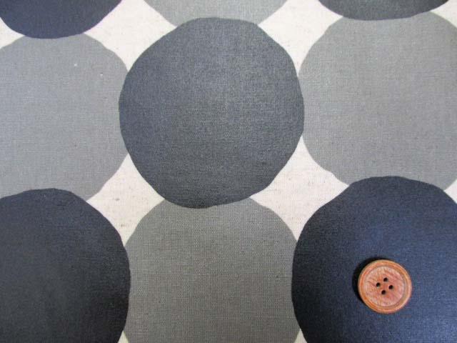 画像1: 和楽美 綿麻キャンバス ランダムドット・水玉柄 (生成り) ラミネート つや消し