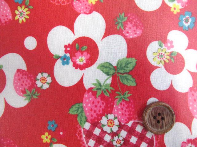 画像1: ベリーコットン 苺 花 ハート シーチング生地(レッド) ラミネート 半ツヤ↑はぎれ70cm