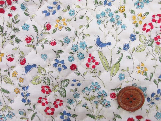 画像1: ボタニカルバード・フラワー・花柄 ブロード生地 (オフ) 全針キルト