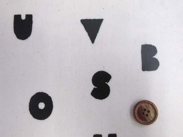 画像1: アルファベット・記号・マーク柄 オックス生地 (オフ) ラミネート つや消し