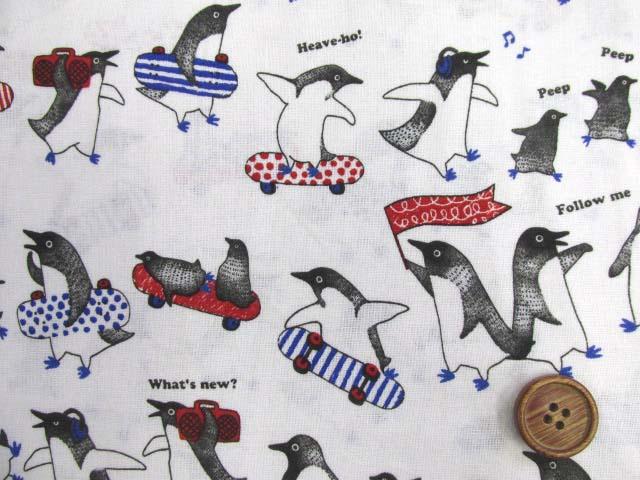 画像1: ペンギン・スケートボード柄 シーチング生地 (オフ)