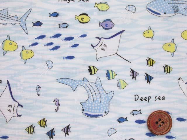 画像1: (3)ダブルガーゼ 海の生き物柄 (オフ×ブルー) クールフリーズ加工 はぎれ45cm