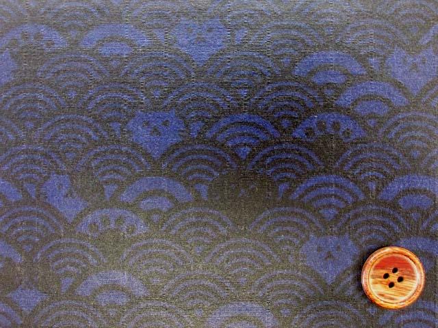 画像1: ▼訳あり 和柄 ネコちゃんと波柄 ドビー生地(ブルー) ラミネート はぎれ20cm